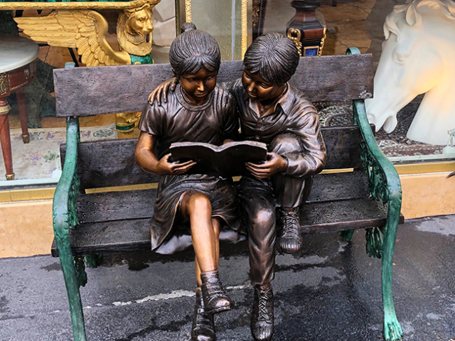 kids reading statue