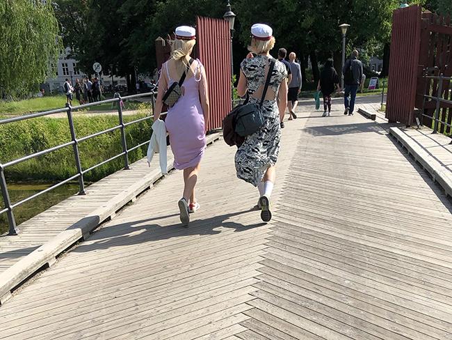 Copenhagen girls with hats