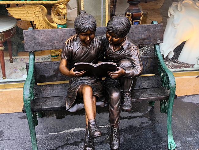 kids reading statue